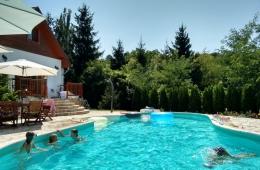 Zwembad voor de deur