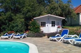 Sauna met Villa Zala op de achtergrond