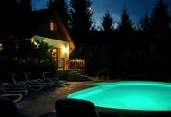 Verlicht en verwarmd zwembad