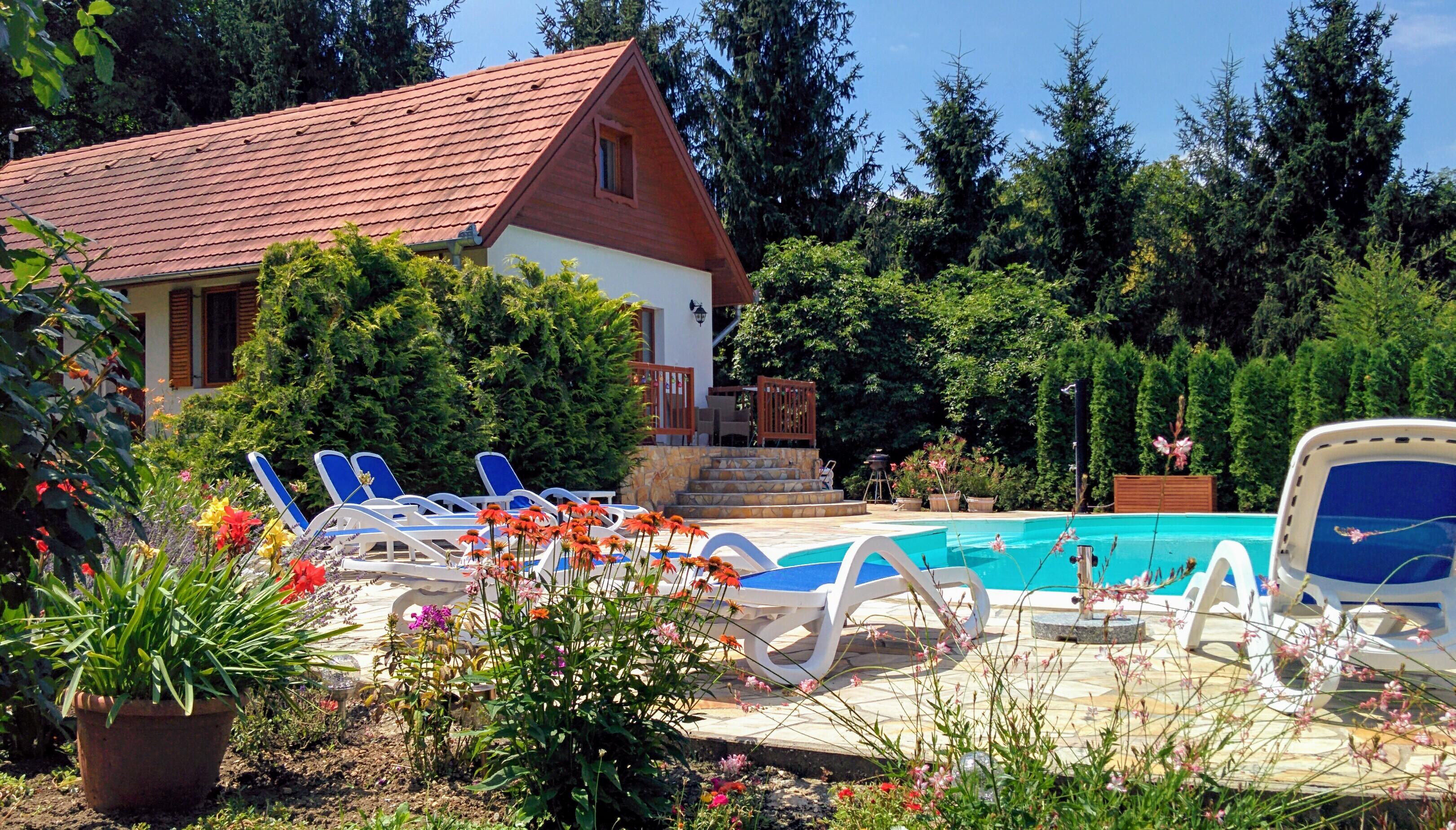 Terras en balkon met zwembad